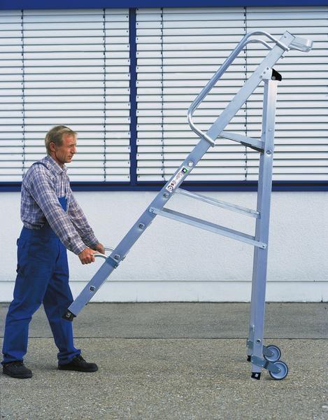 Aluminium-Stufen-Stehleiter einseitig begehbar mit Rollen und Griffen